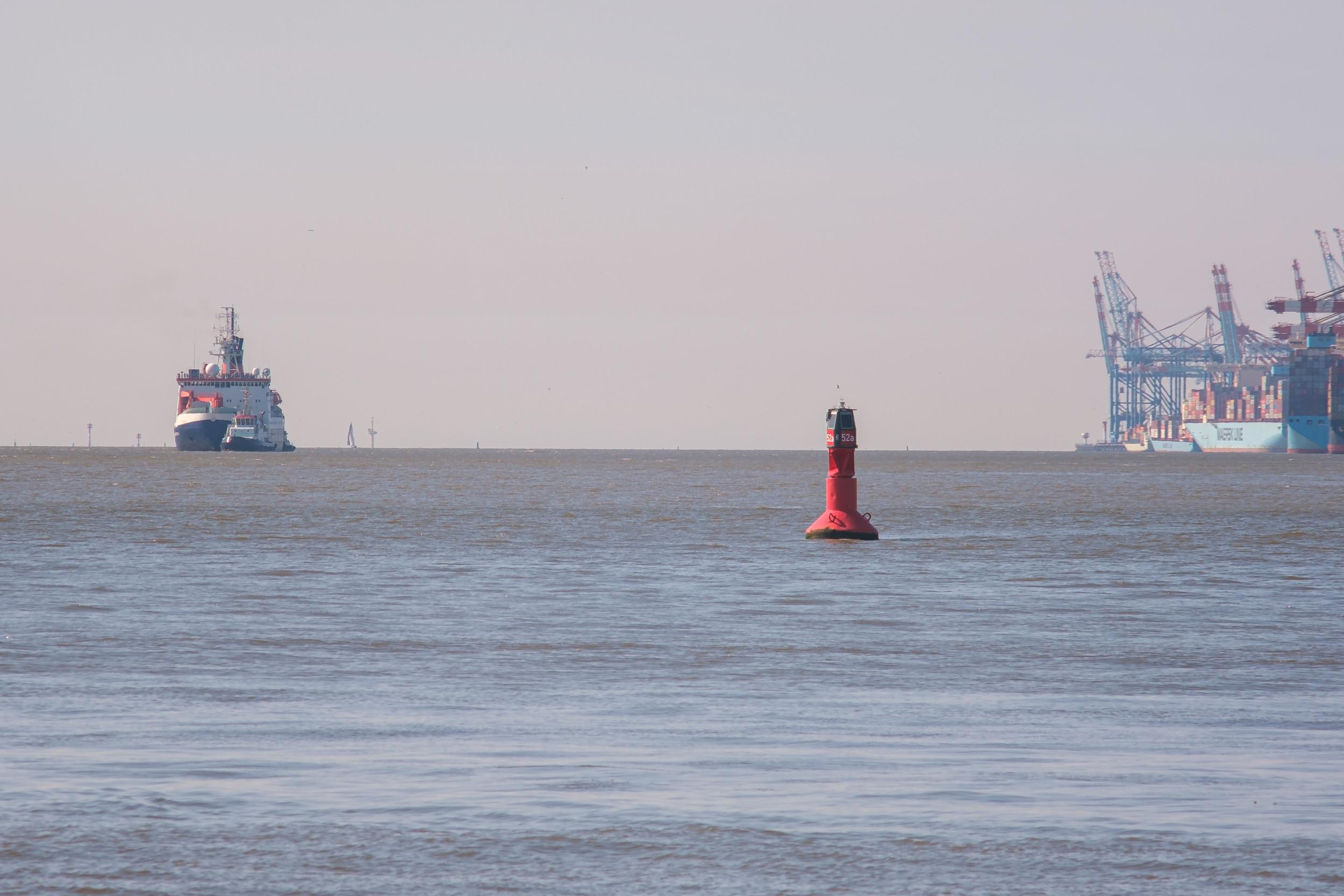 Polarstern in Anfahrt auf Bremerhaven