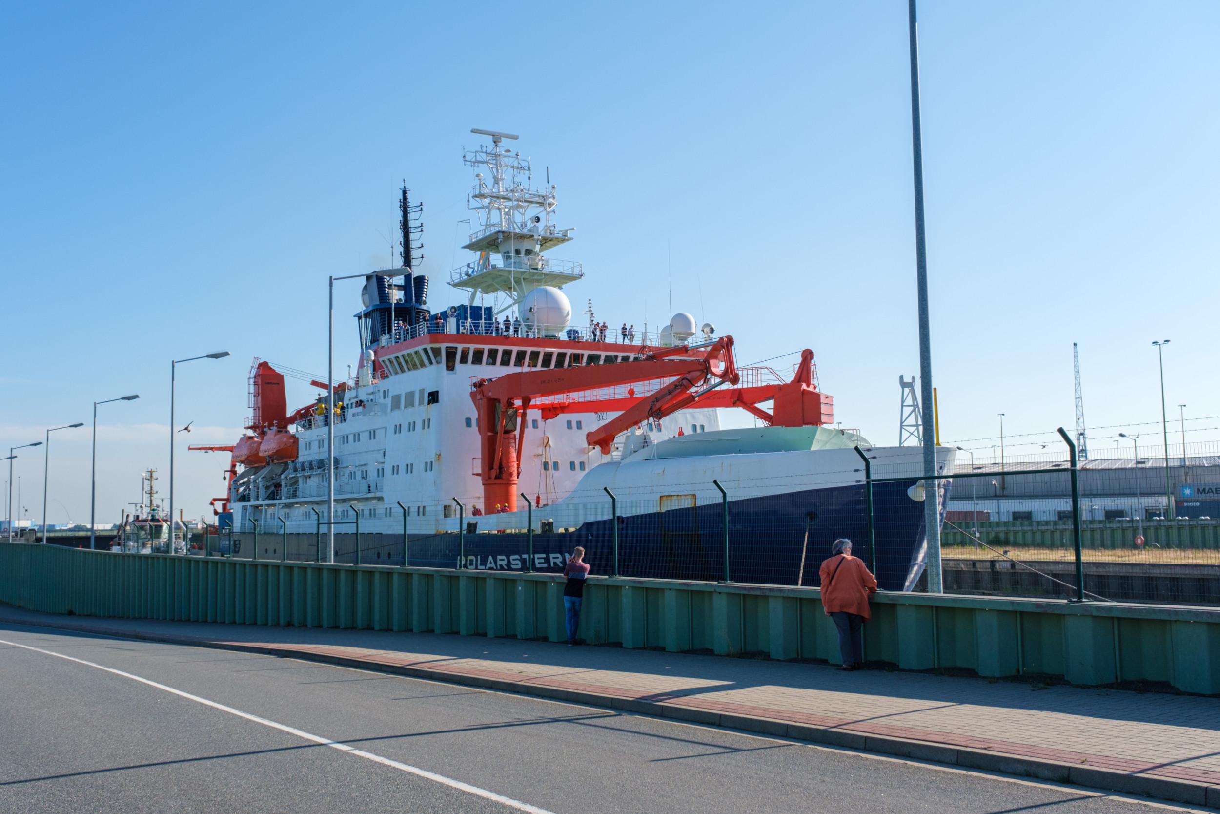 Forschungsschiff Polarstern in Kaiserschleuse