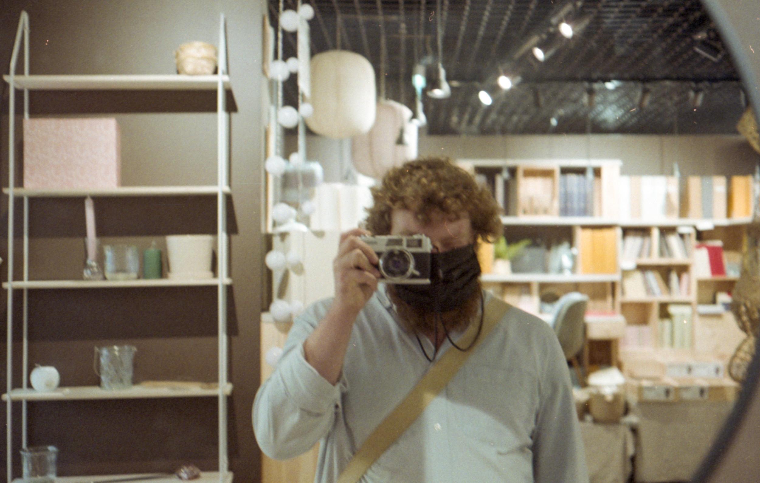 Denis Sandmann mit Analogkamera