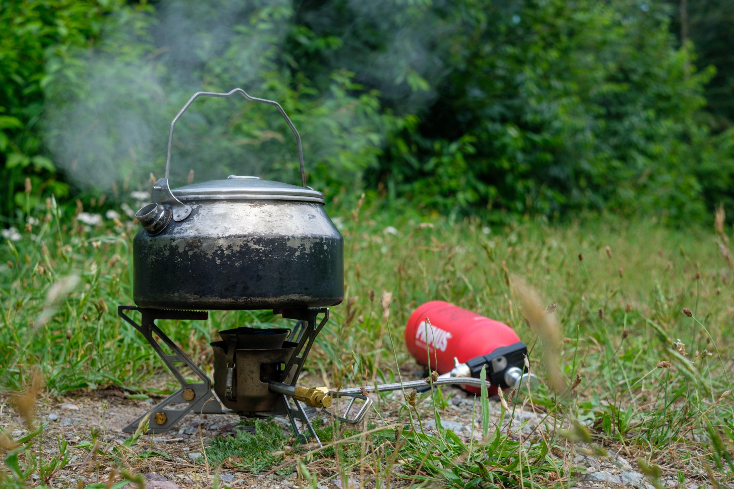 Primus Omnifuel kocht für uns Tee