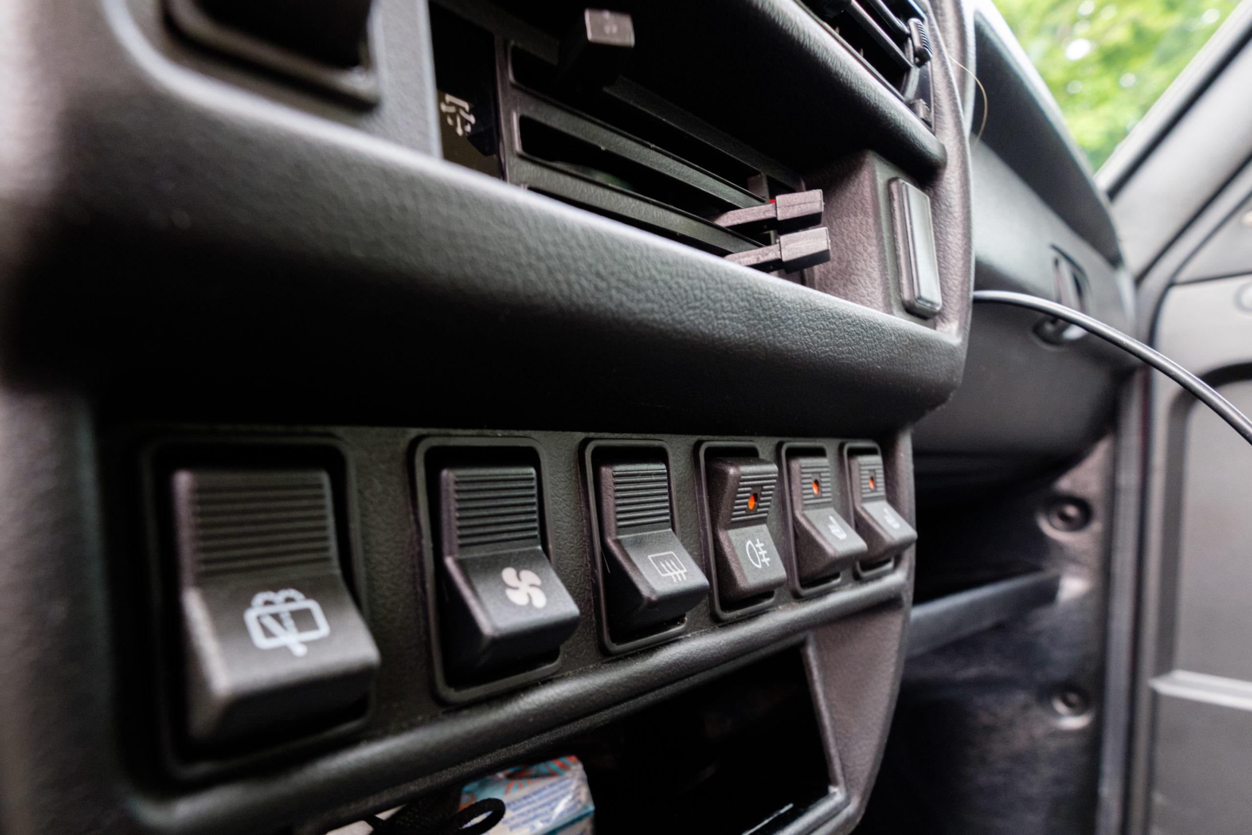 Dicke Kippschalter für alle Funktionen des Fahrzeugs