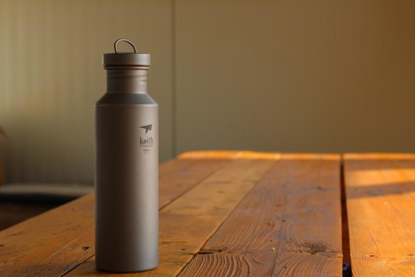 Titan-Wasserflasche